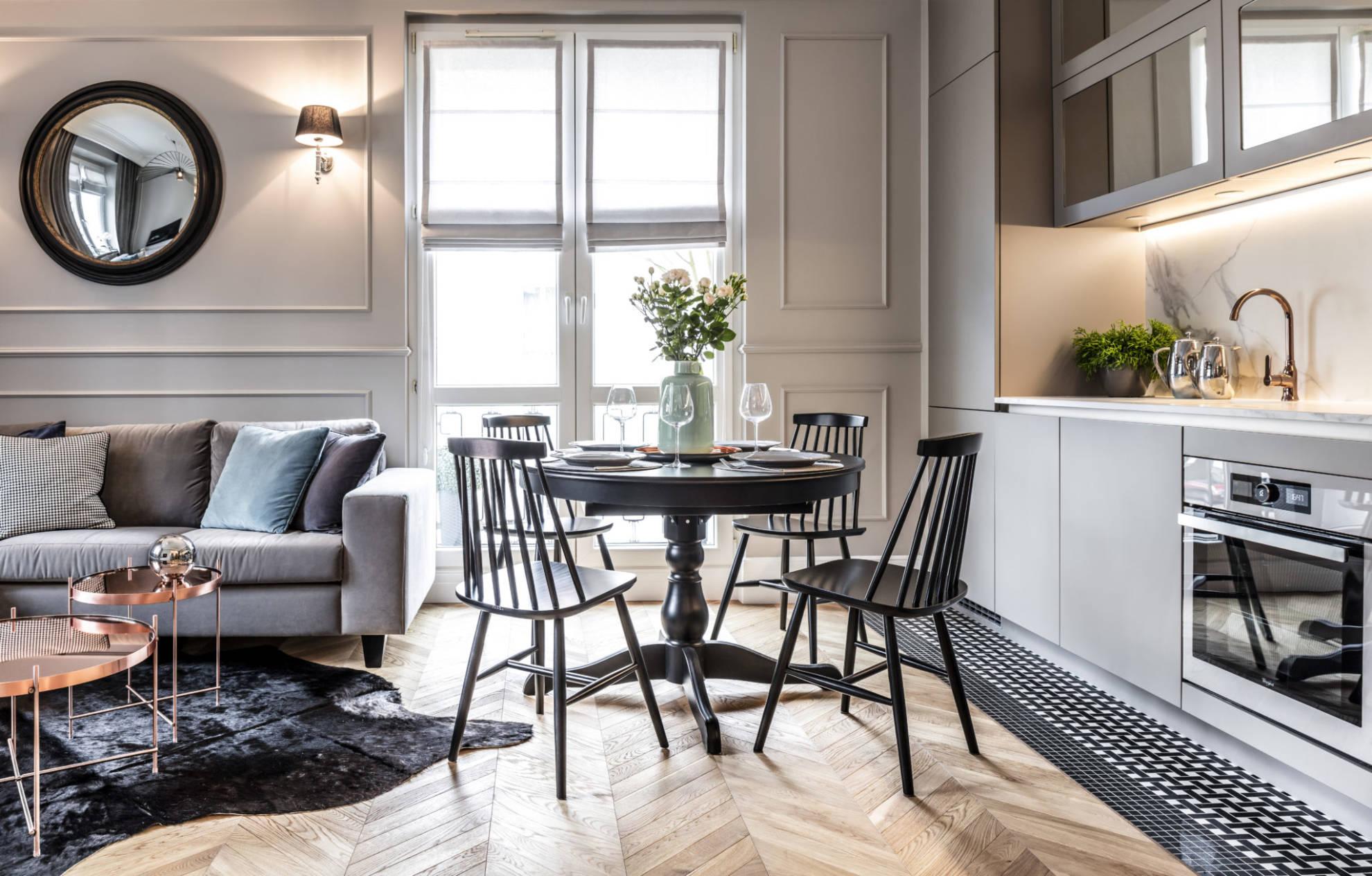 Aranżacja salonu i jadalni w mieszkaniu w kamienicy - projekt architekt wnętrz Emilia Strzempek Plasun, realizacja SAS Wnętrza i Kuchnie