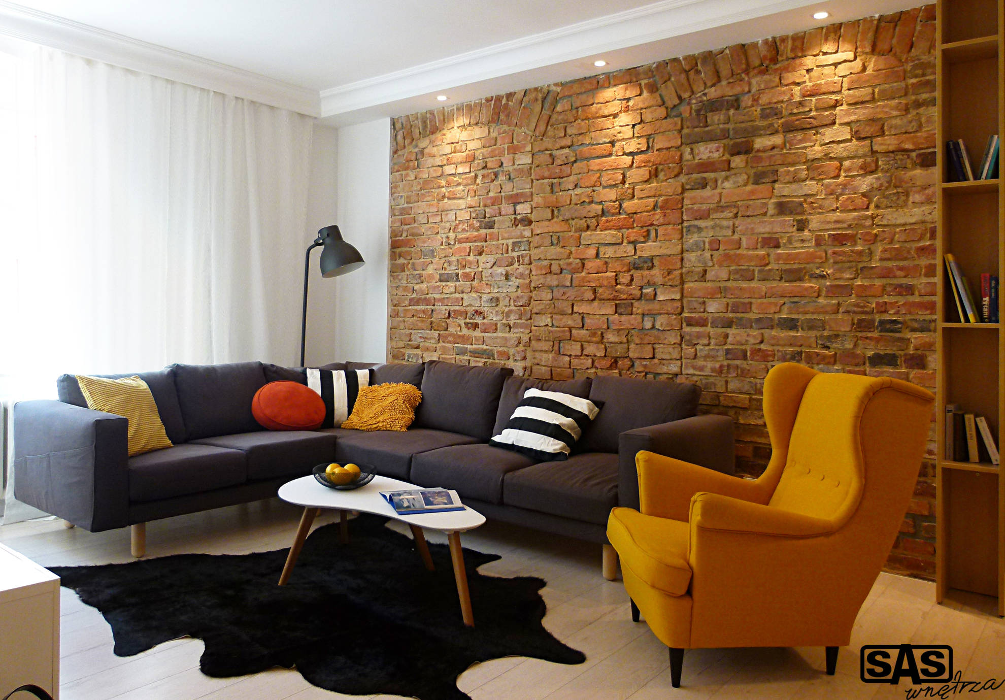 Aranżacja salonu w mieszkaniu w kamienicy - projekt architekt wnętrz Emilia Strzempek Plasun.