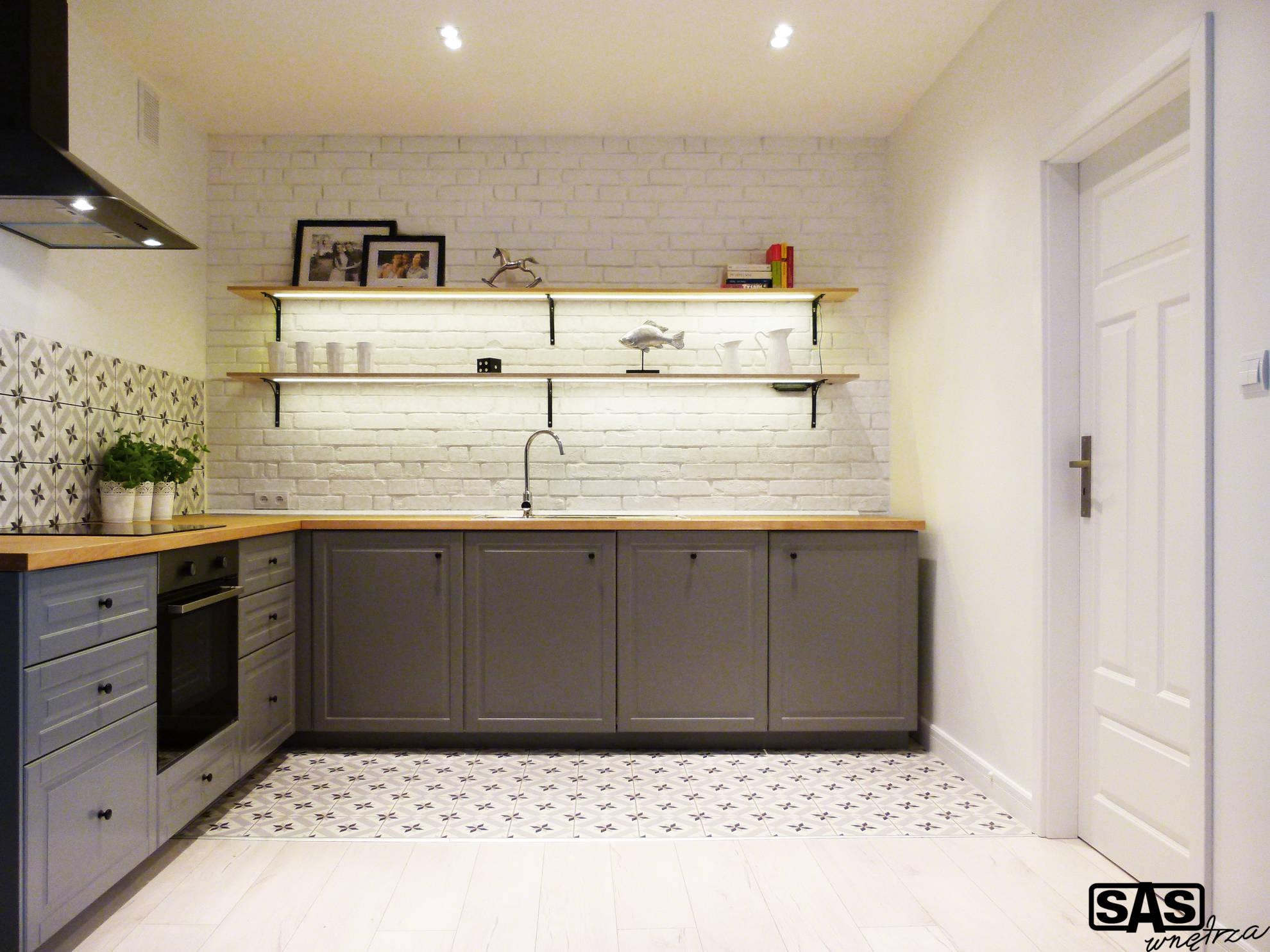 Meble kuchenne w mieszkaniu na wynajem - meble kuchenne na wymiar wykonanie SAS Wnętrza i Kuchnie - projekt architekt wnętrz Emilia Strzempek Plasun.