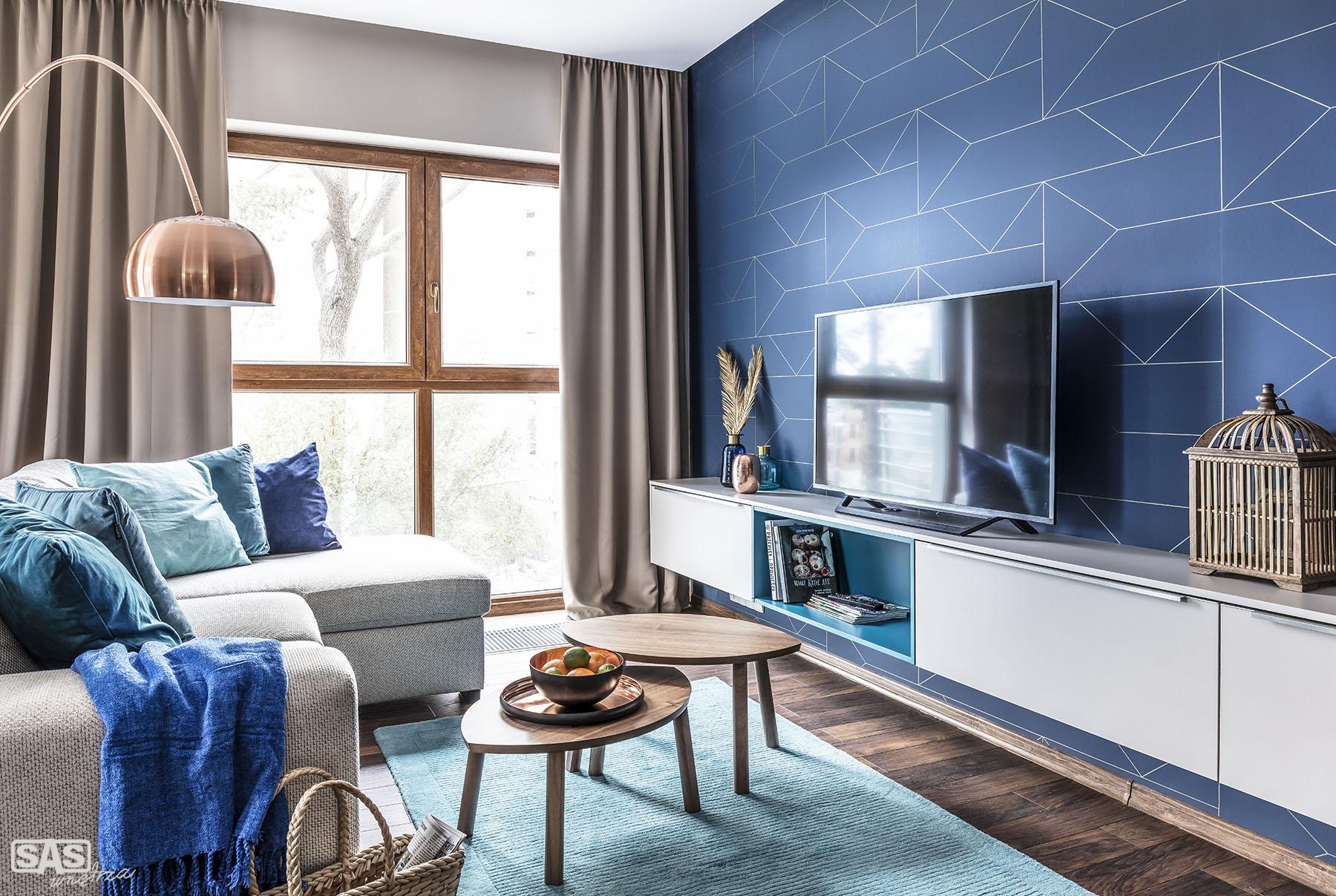 Aranżacja salonu w nadmorskim mieszkaniu - projekt architekt wnętrz Emilia Strzempek Plasun.