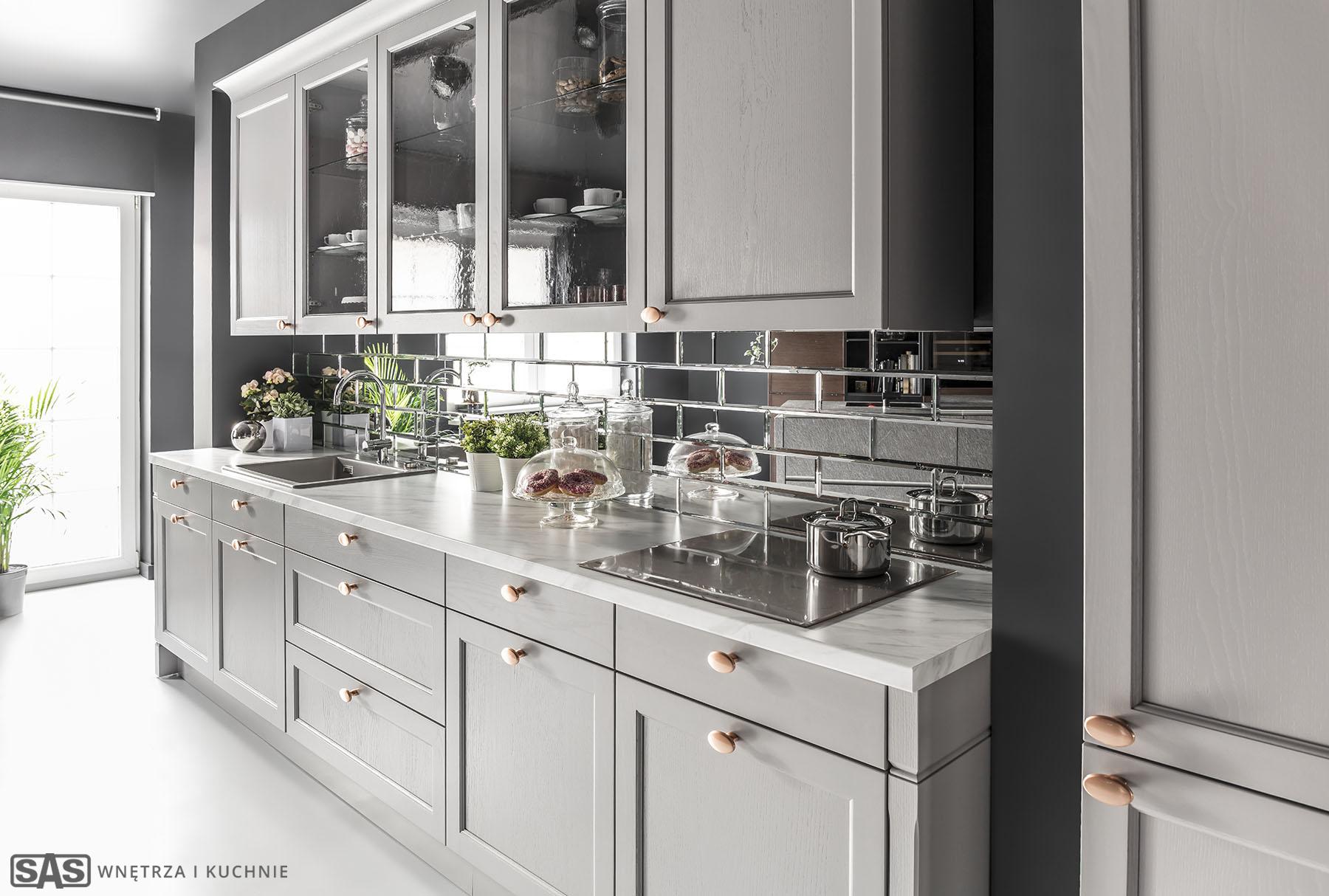 Meble kuchenne na wymiar Brostol - szklane płytki - meble kuchenne SAS Wnętrza i Kuchnia, projekt architekt wnętrz Emilia Strzempek Plasun.
