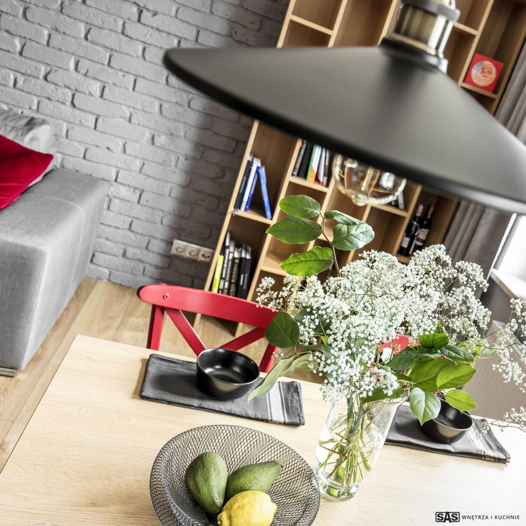 Zbliżenie na dekoracje w strefie jadalnej - projekt architekt wnętrz Emilia Strzempek Plasun.