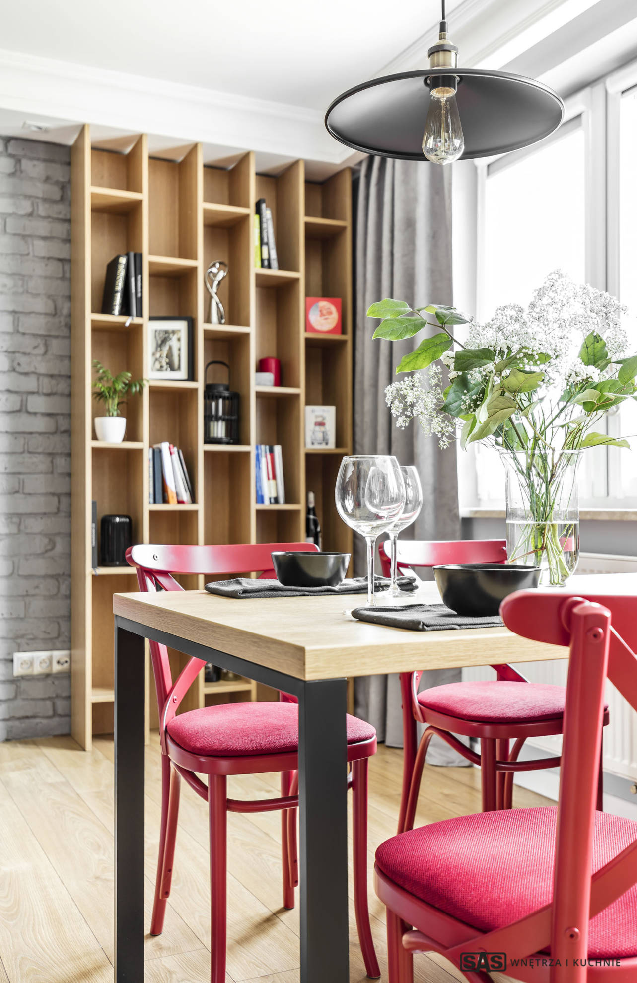 Aranżacja jadalni - meble na wymiar wykonanie SAS Wnętrze i Kuchnie - projekt architekt wnętrz Emilia Strzempek Plasun.