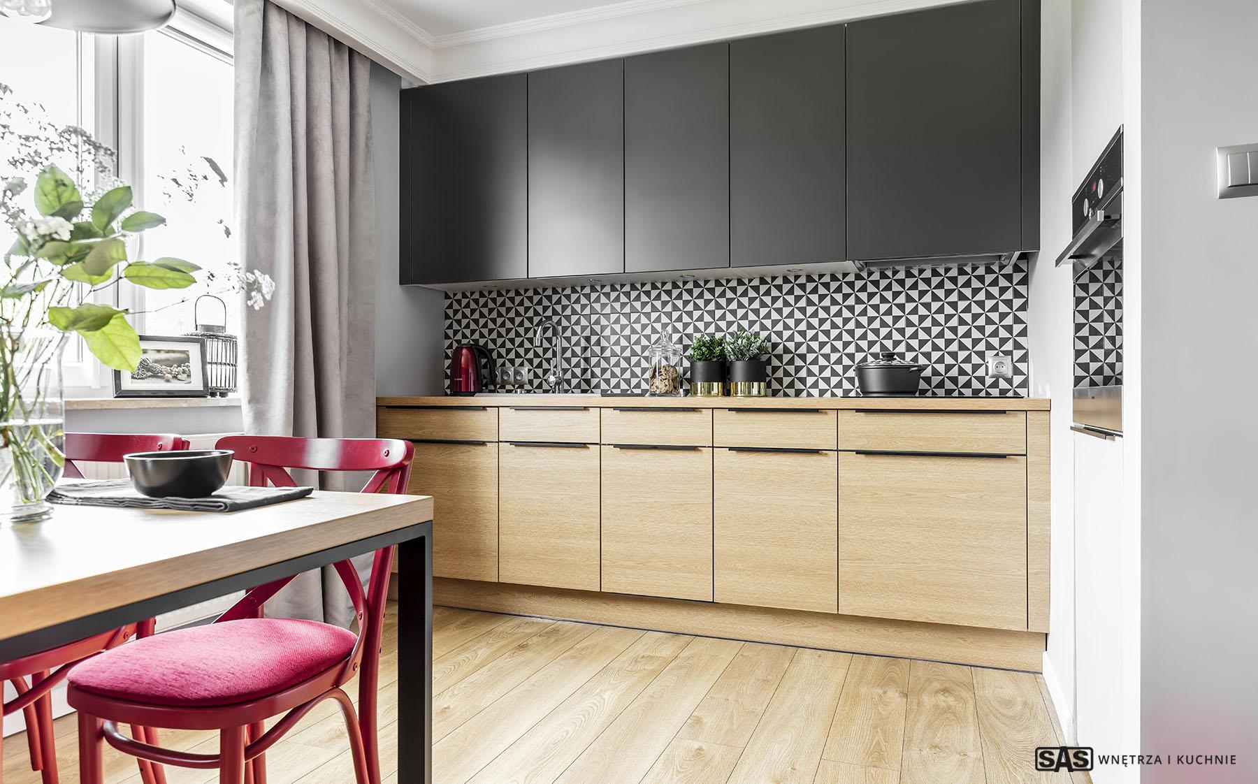 Kuchnia oraz jadalnia - meble kuchenne SAS Wnętrza i Kuchnia, projekt architekt wnętrz Emilia Strzempek Plasun.