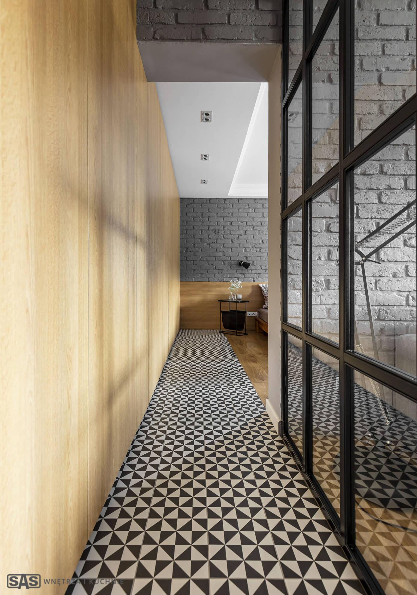 Aranżacja korytarza -meble w zabudowie wykonanie SAS Wnętrze i Kuchnie - projekt architekt wnętrz Emilia Strzempek Plasun.