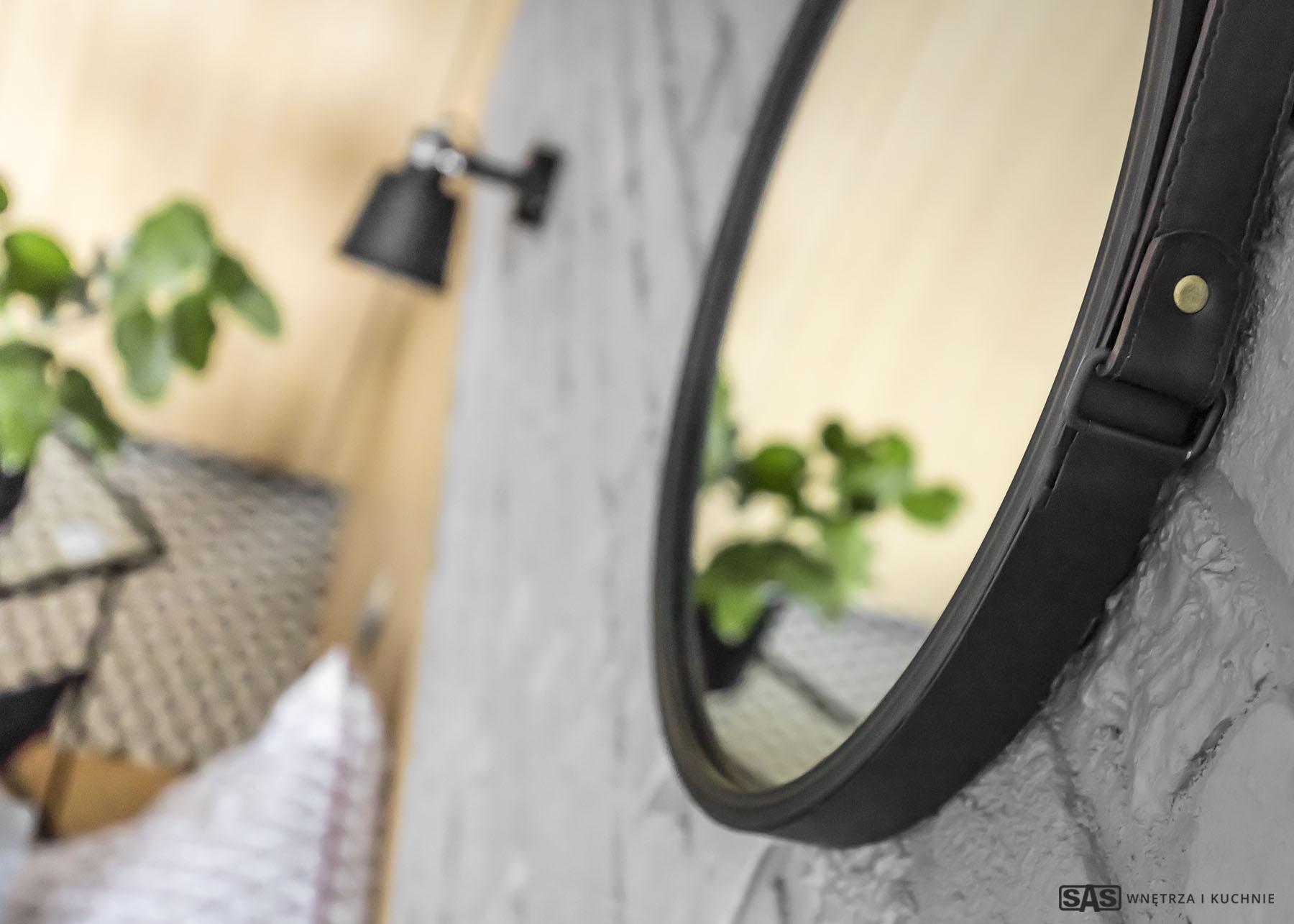 Aranżacja salonu - zbliżenie na lustro - projekt architekt wnętrz Emilia Strzempek Plasun.