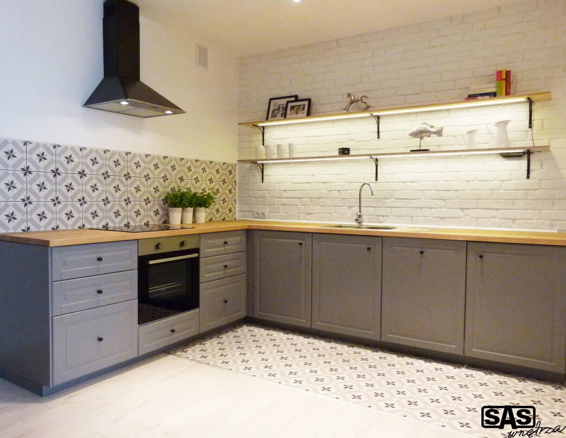 Aranżacja kuchni na wynajme - meble kuchenne wykonanie SAS Wnętrza i Kuchnie, projekt architekt wnętrz Emilia Strzempek Plasun.