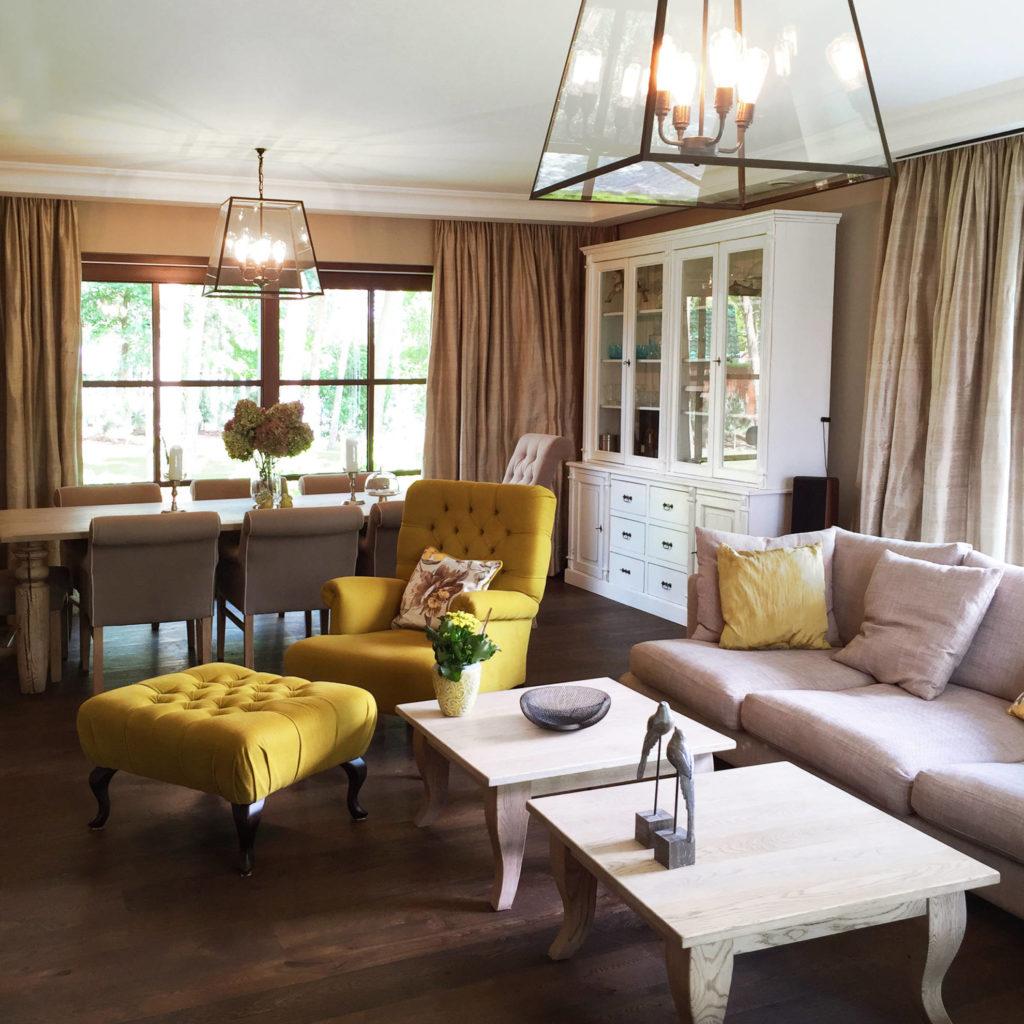 Strefa wypoczynkowa oraz jadalnia w domu jednorodzinnym - projekt architekt wnętrz Emilia Strzempek Plasun.