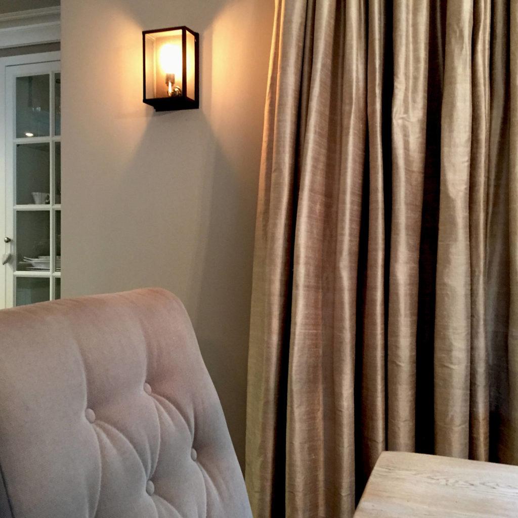 Salon domu jednorodzinnego - oświatlenie oraz tekstylia - projekt architekt wnętrz Emilia Strzempek Plasun.