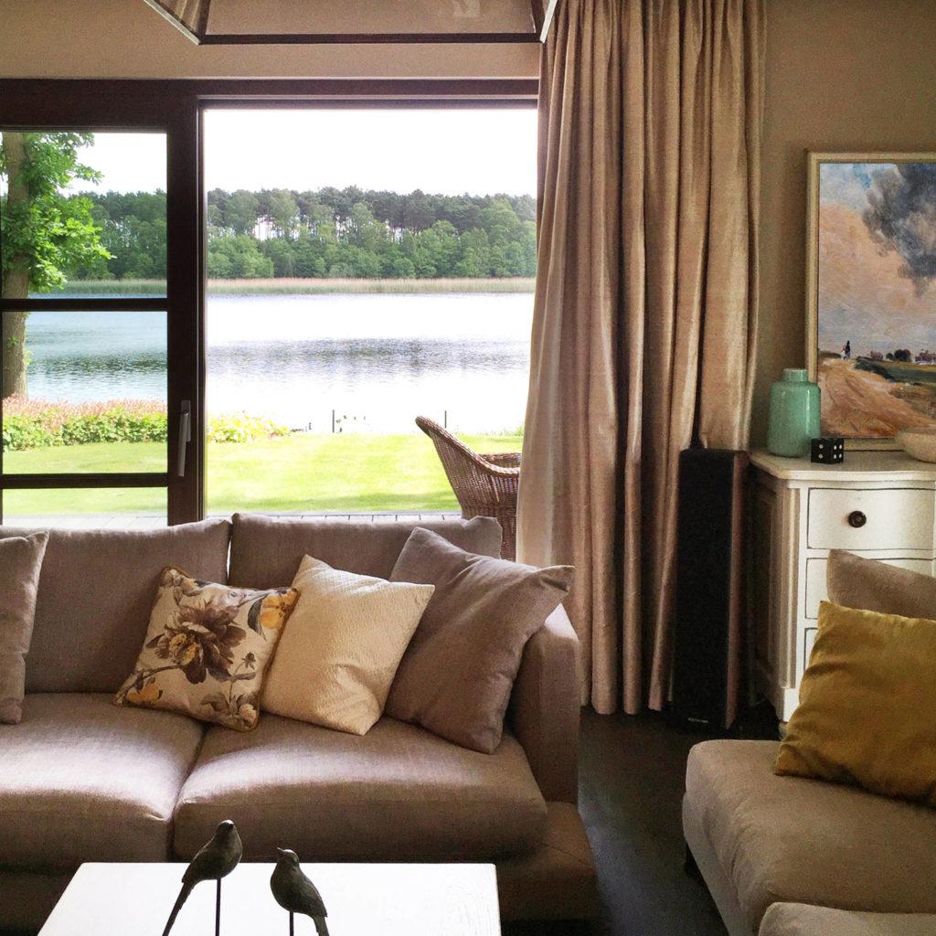 Salon domu jednorodzinnego - projekt architekt wnętrz Emilia Strzempek Plasun.