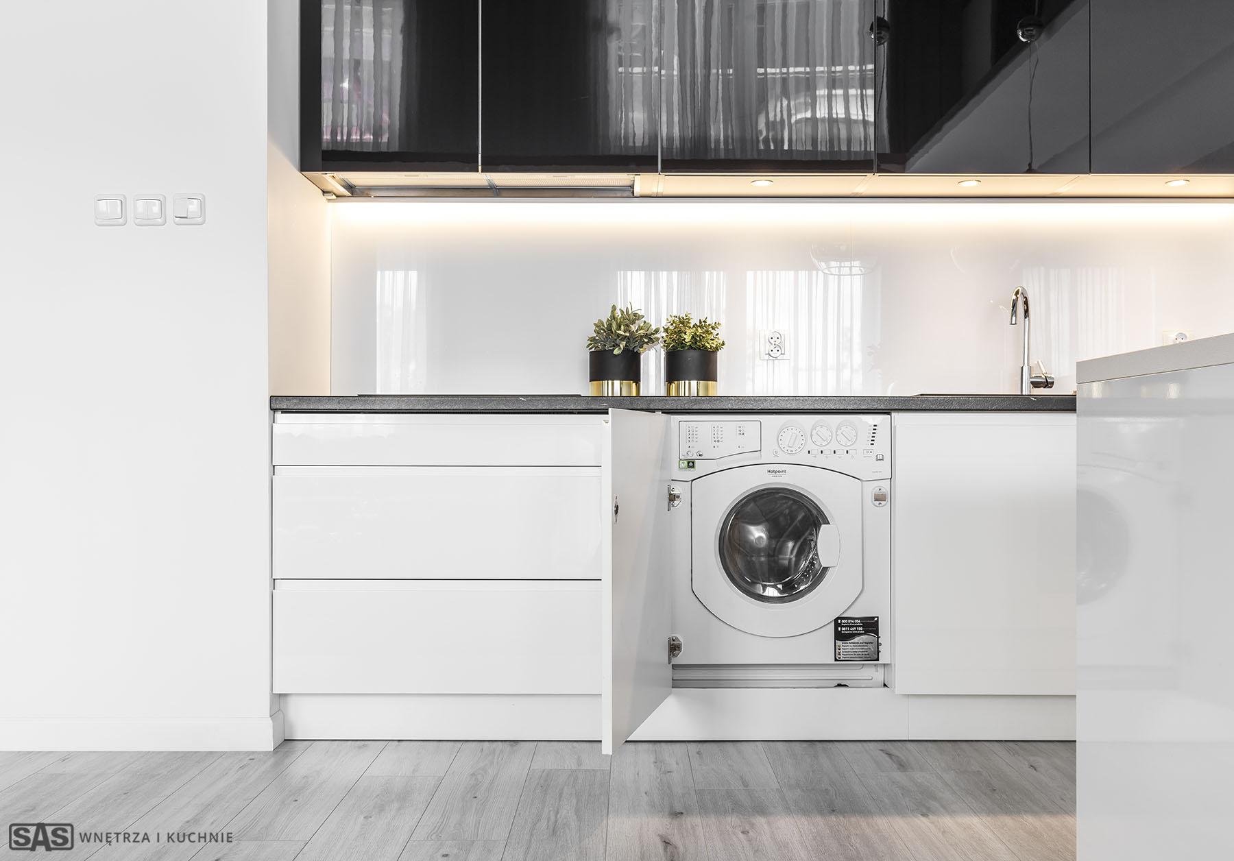 Meble kuchenne w wykonaniu firmy SAS Wnętrza i Kuchnie. Projekt architekt wnętrz Emilia Strzempek Plasun. Meble kuchenne funkcjonalne i praktyczne.